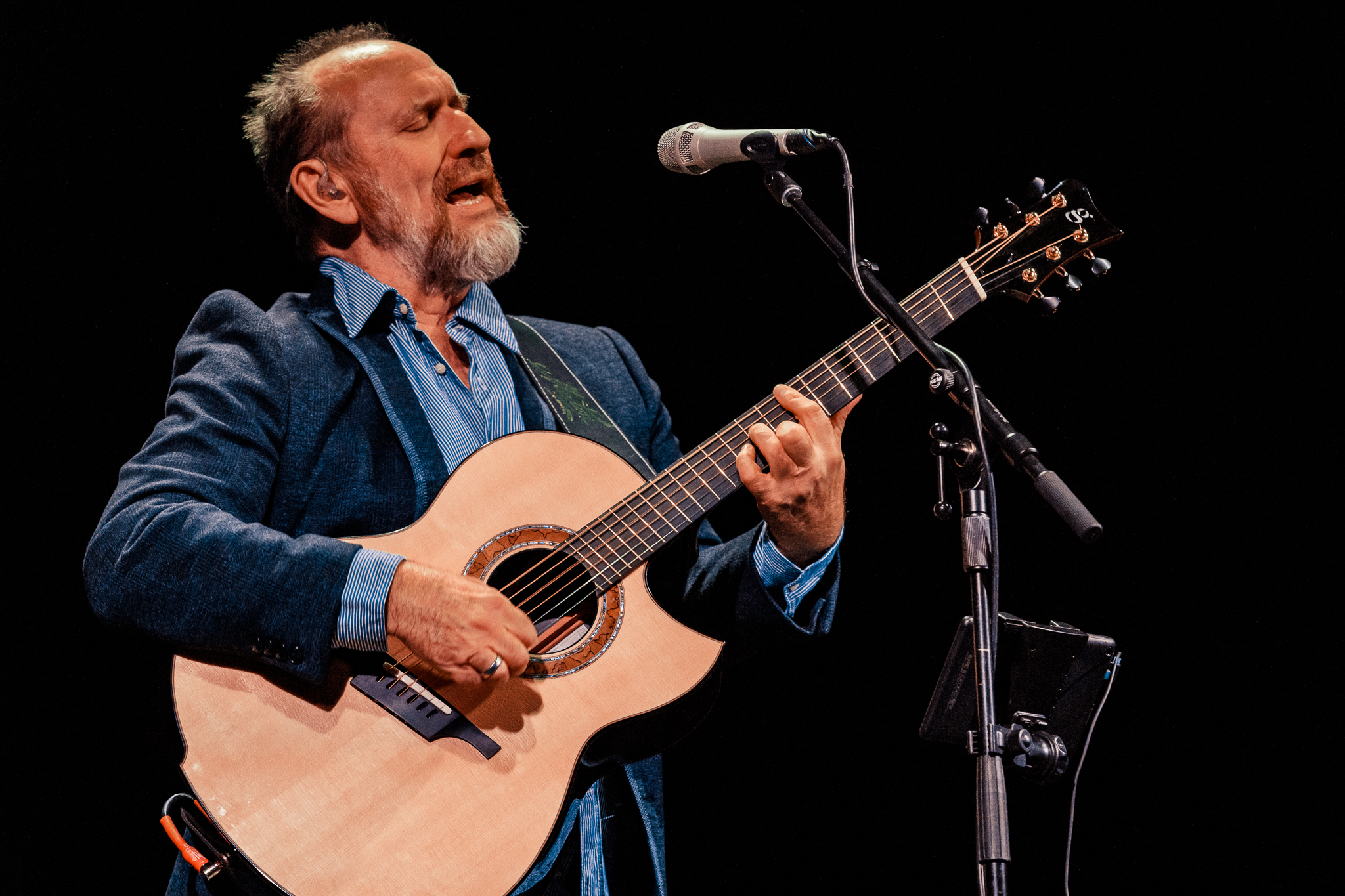 Colin Hay performing at the Lincoln Theatre in Washington, DC on October 21st, 2017 (photo by Matt Condon /  @arcane93 )