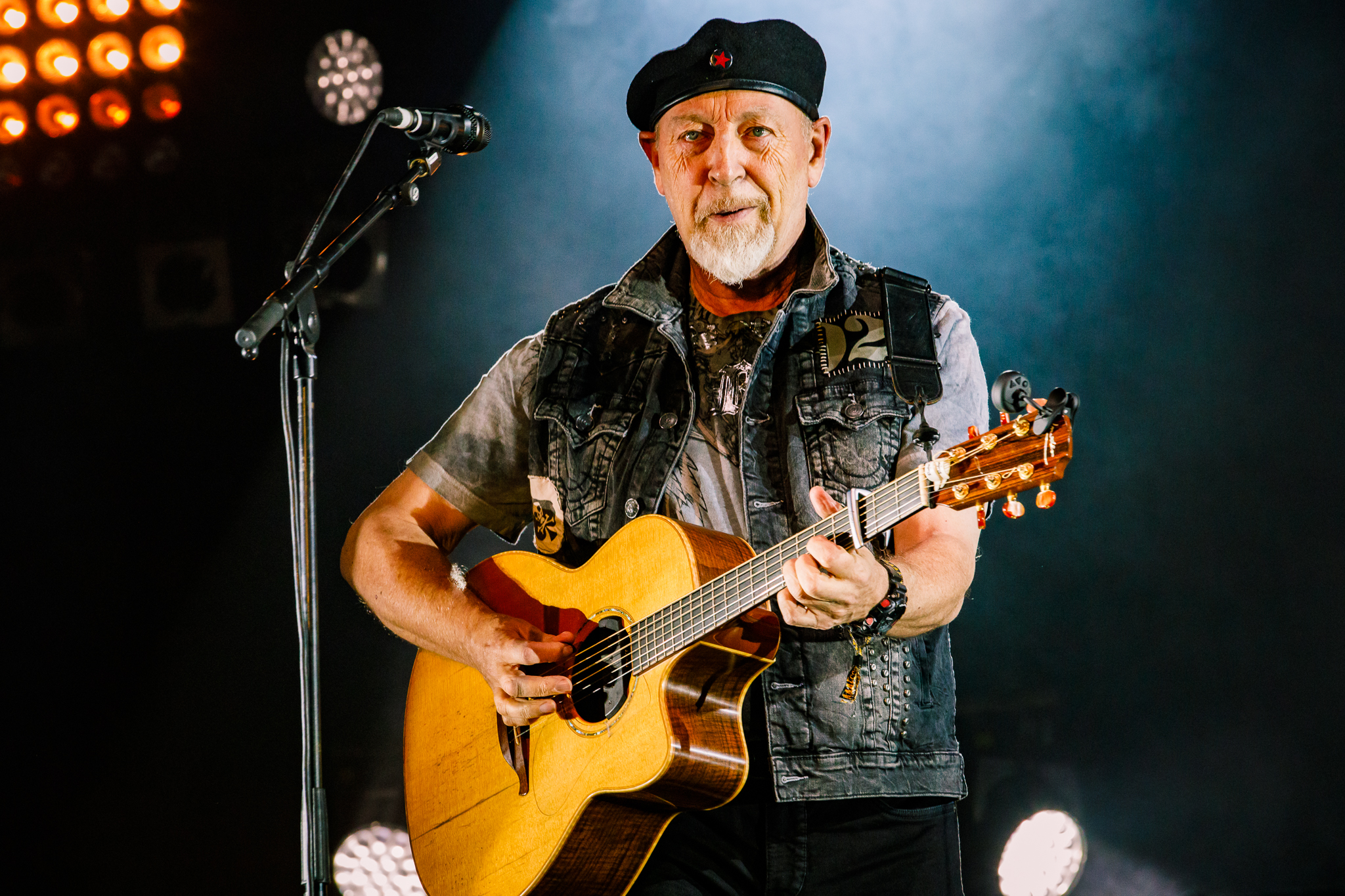 Richard Thompson @ Fairport's Cropredy Convention (Cropredy, England)