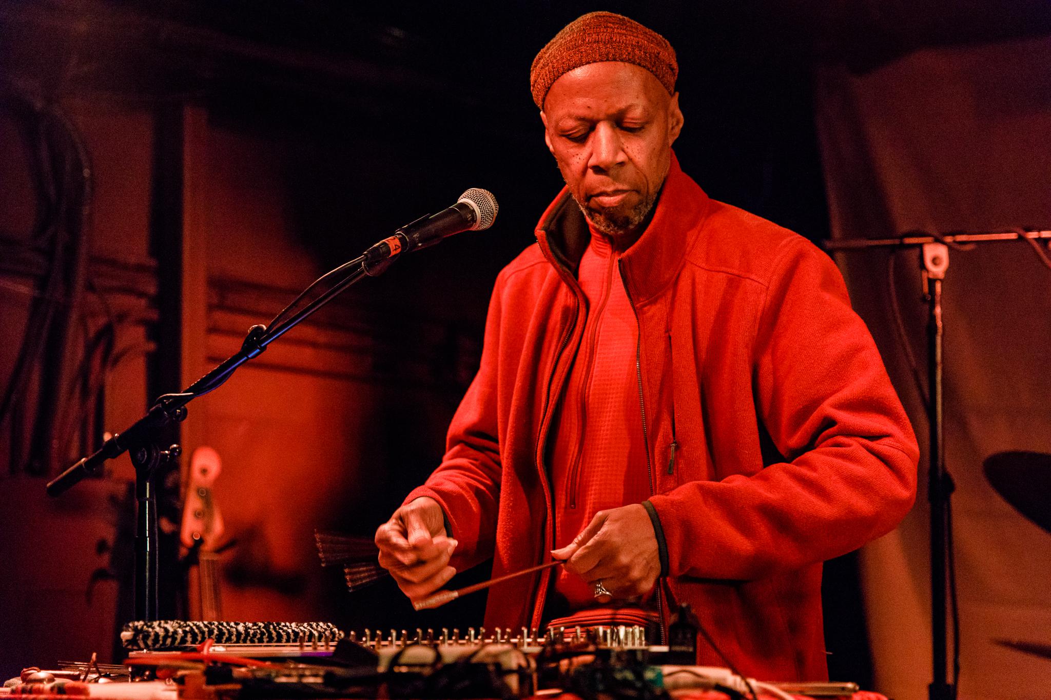 Laraaji performing at the Rock and Roll Hotel in Washington, DC - 3/8/2018 (photo by Matt Condon / @arcane93)
