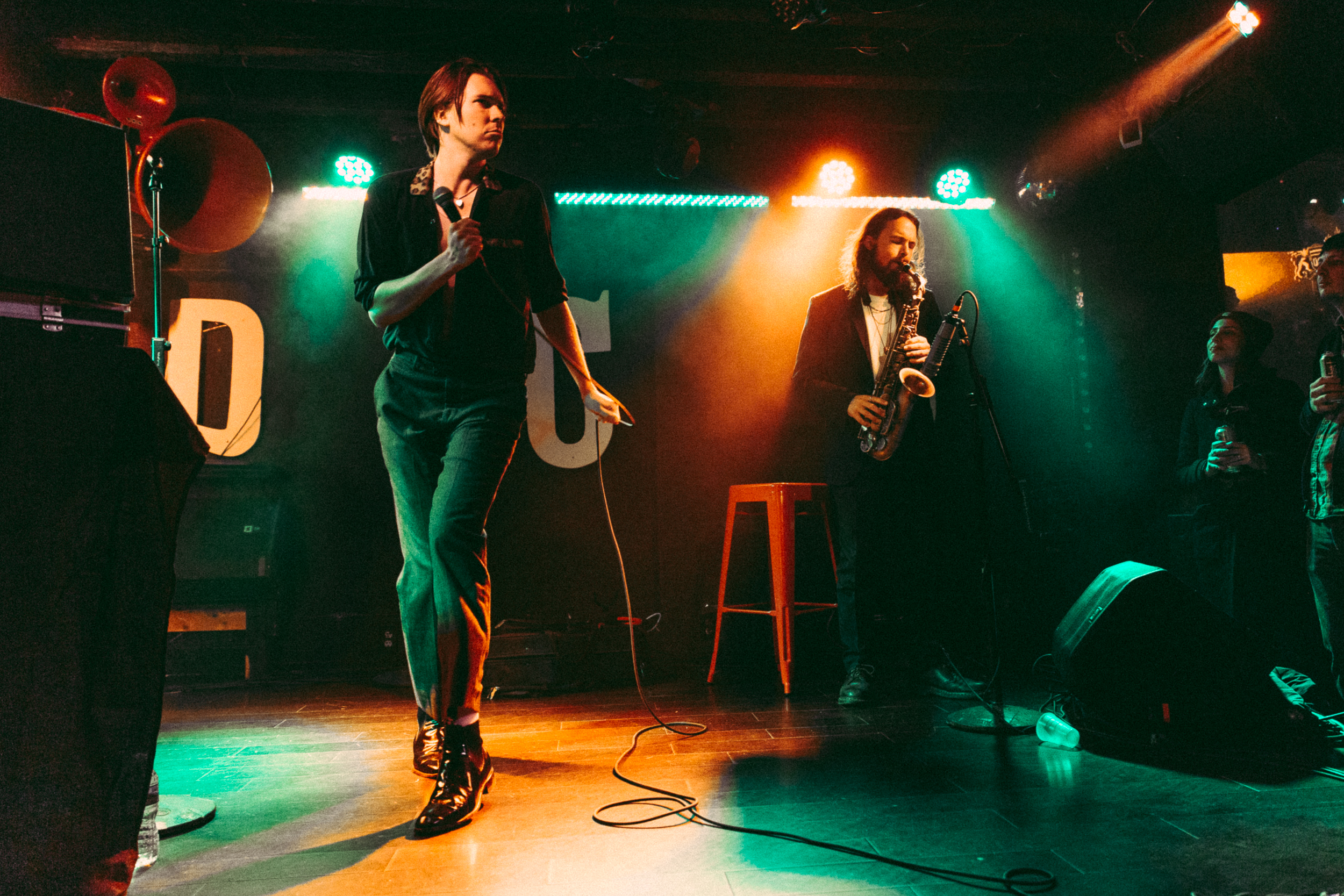 Alex Cameron strutting his stuff alongside Roy Molloy at DC9 (Photo by Mauricio Castro /  @themauricio )