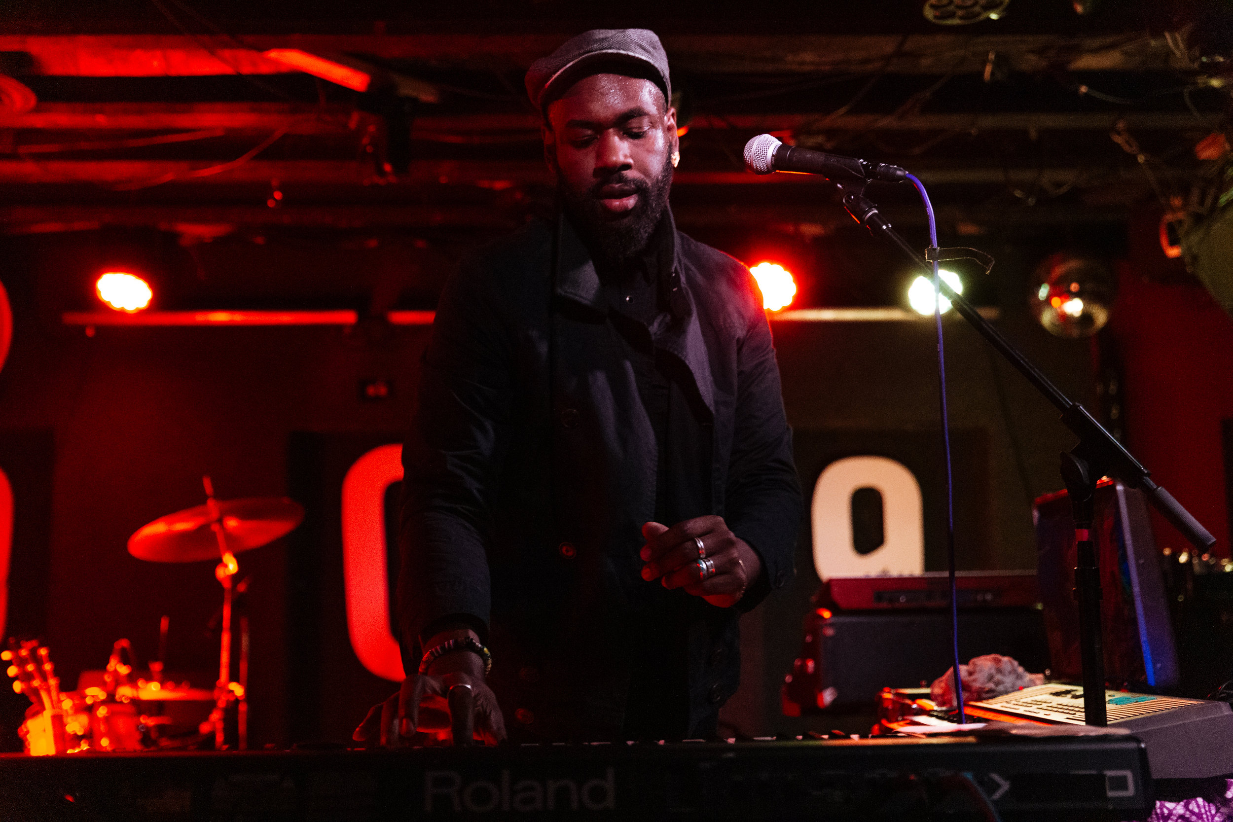 Joshua Asante at DC9 (Photo by Mauricio Castro)