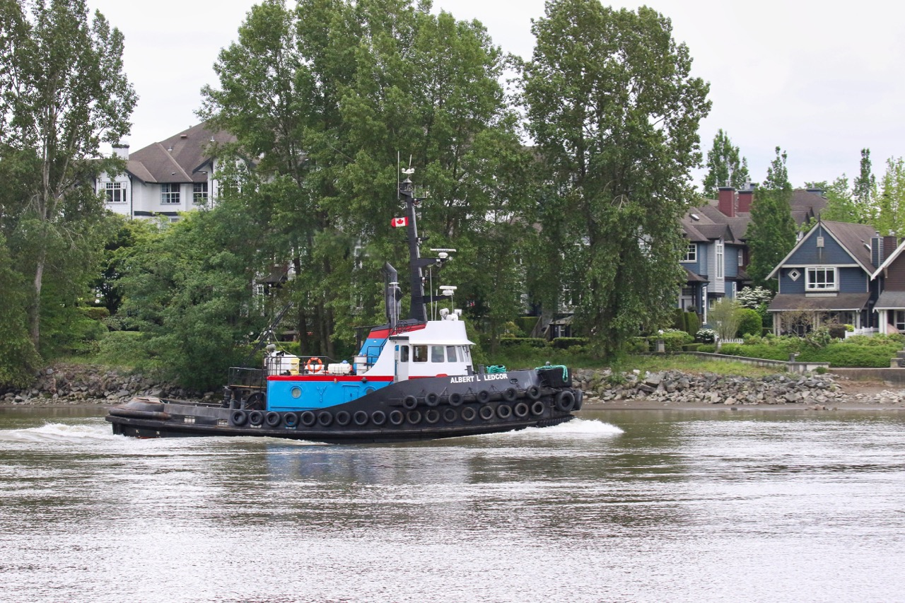 "Ledcor Group tugboat ""ALBERT L LEDCOR"" in Fraser River"