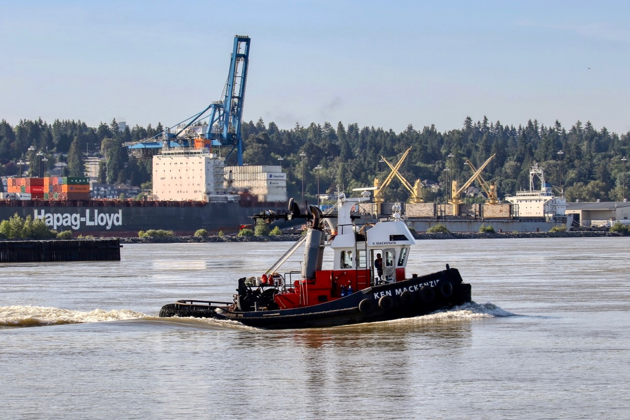 "Harken Towing tugboat ""KEN MACKENZIE"" near Fraser Surrey Docks in Fraser River"