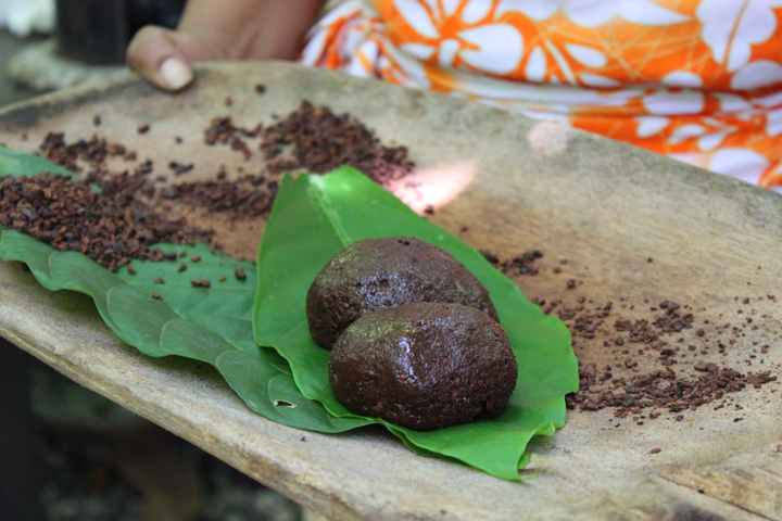 Chocolate nibs ground with sugar