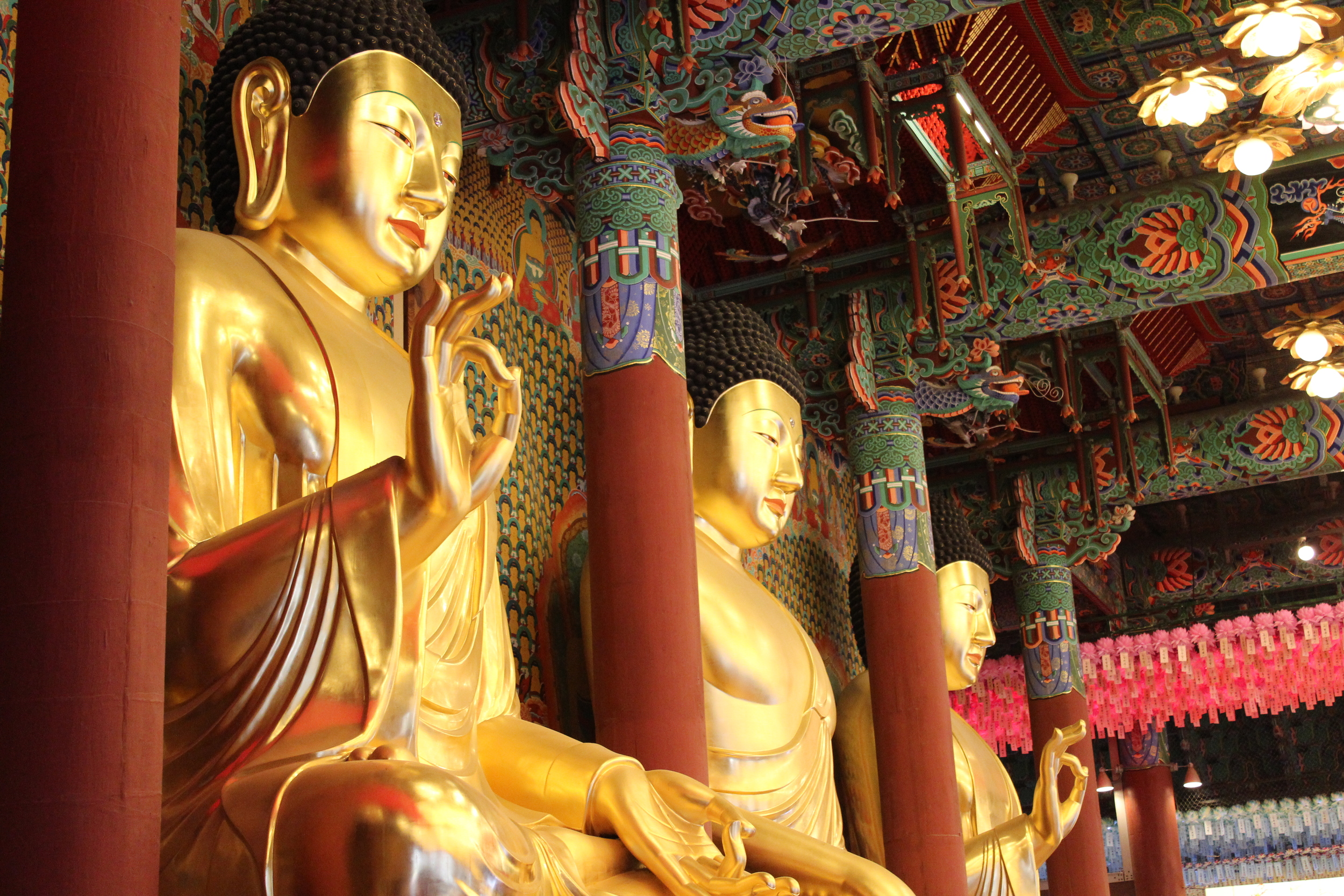 Giant buddhas in the Jogyesa Temple, Seoul