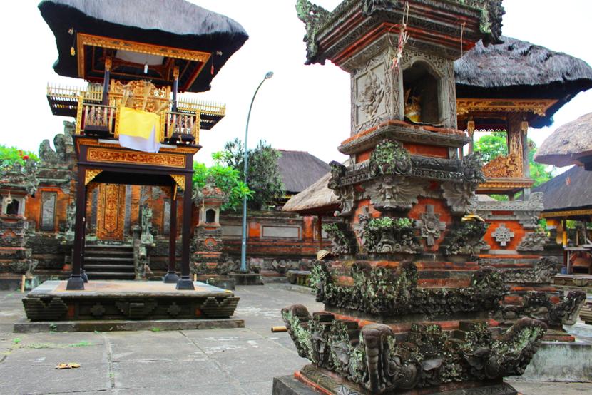 Balé, typical temple structures