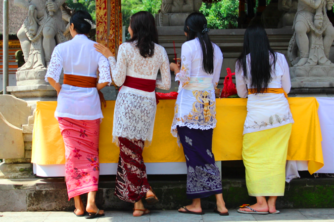Girls preparing offerings for a small ceremony at Tirta Empul Tampaksiring