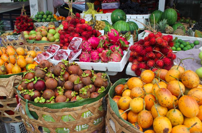 The delicious mangoustine fruit!