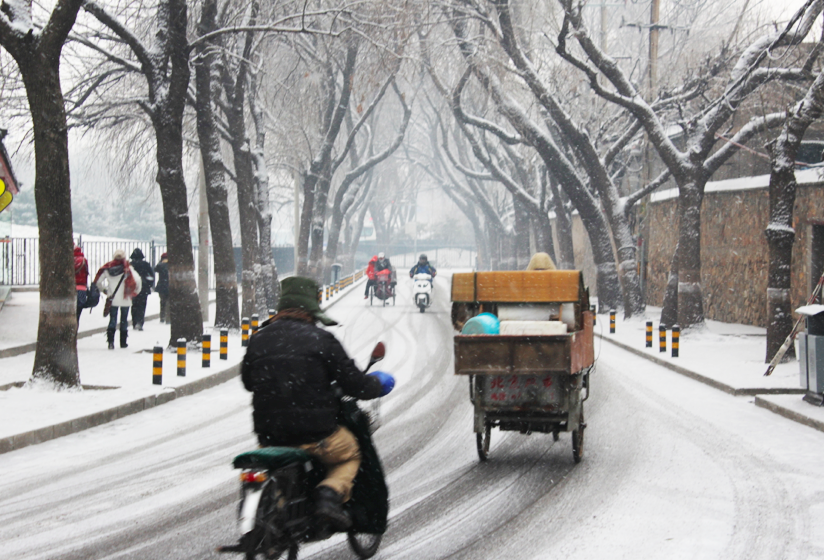 Snow flurries on the road to Summer Palace, Beijing