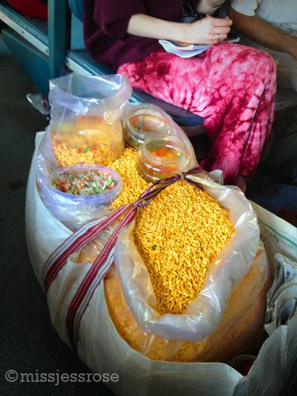 Masala flavored rice puffs