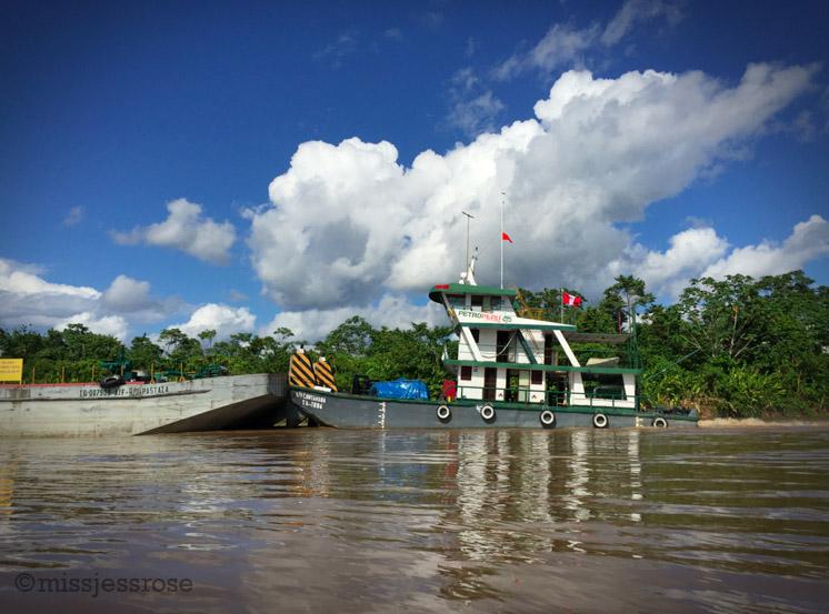 Oil tugs on the Marañon river