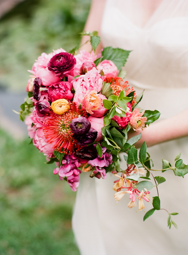 colorful-outdoor-wedding-bouquet.png