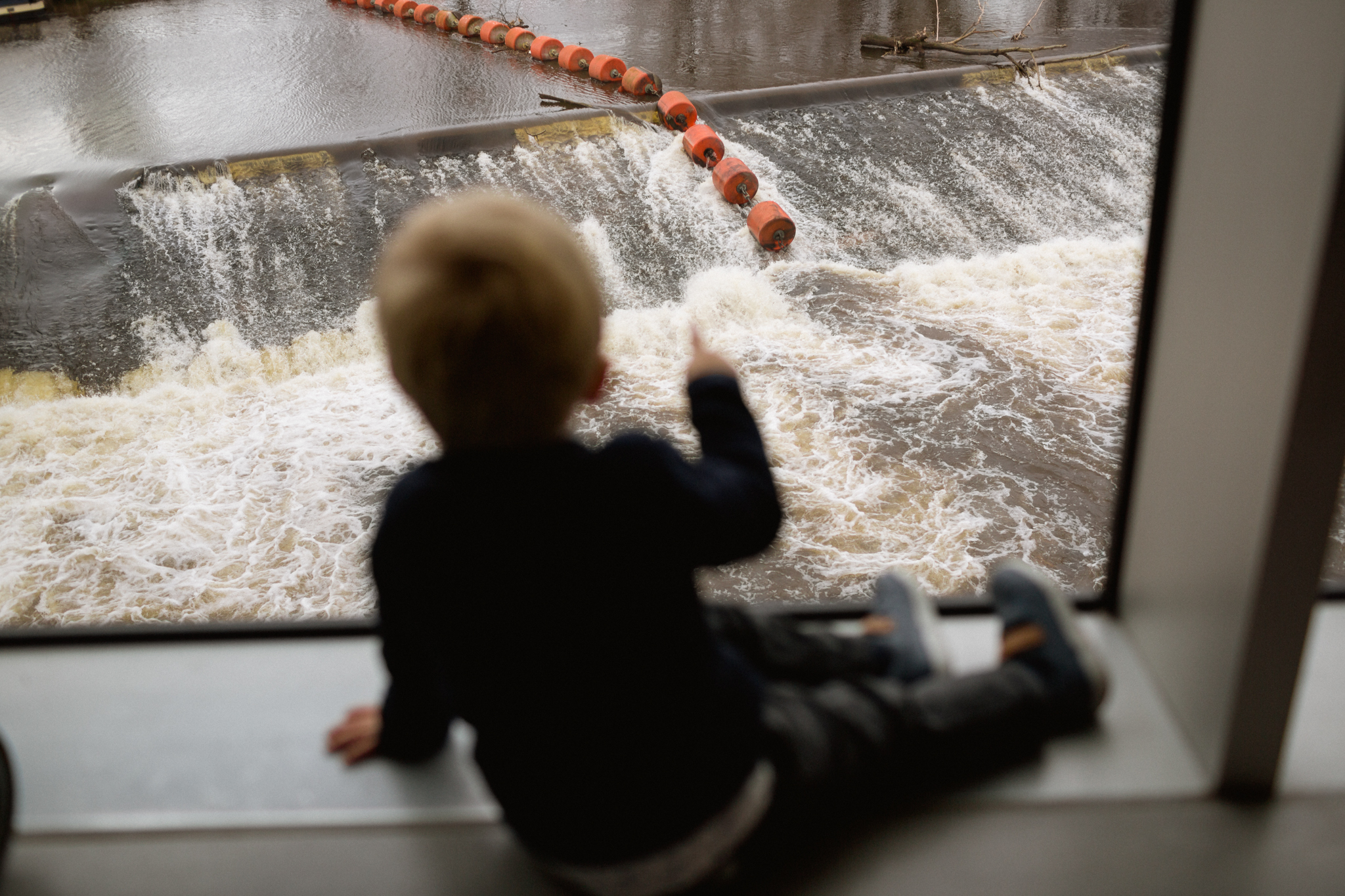kid looking at the waterfall at the hepworth