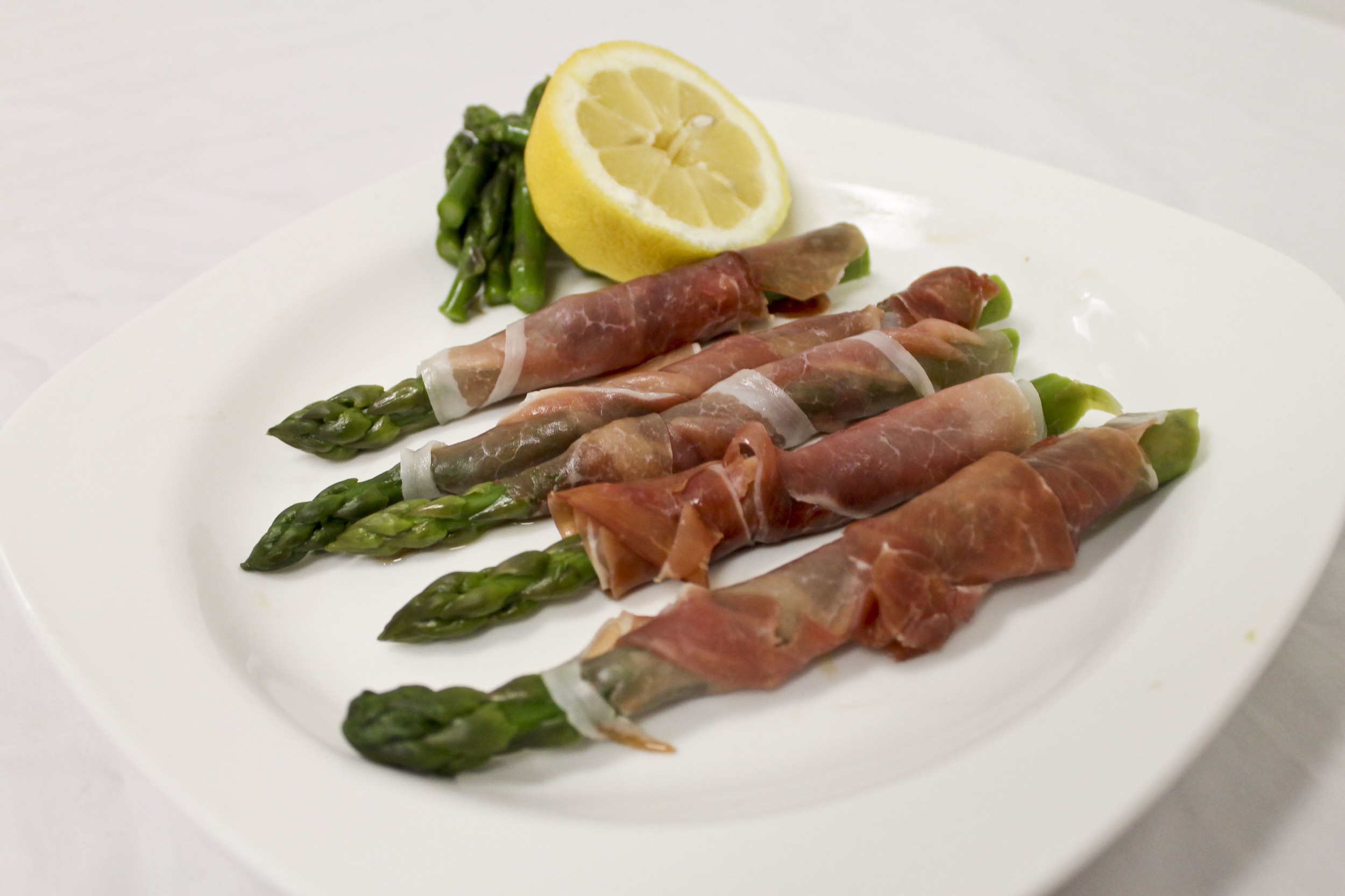 Sweet and Salty Proscuitto-Wrapped Asparagus