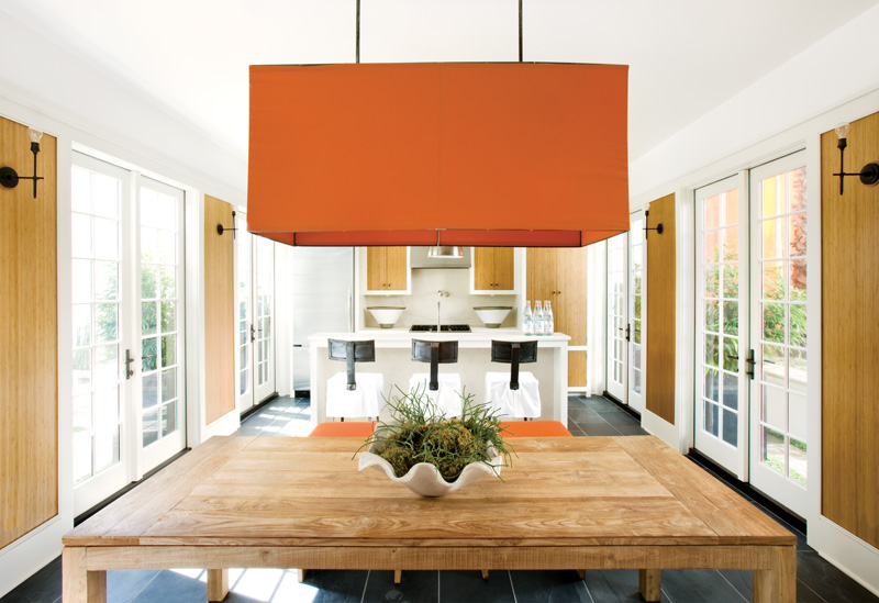 Decorating Without Pattern | Designer: Kay Douglass, Image Source: Atlanta Homes and Lifestyles