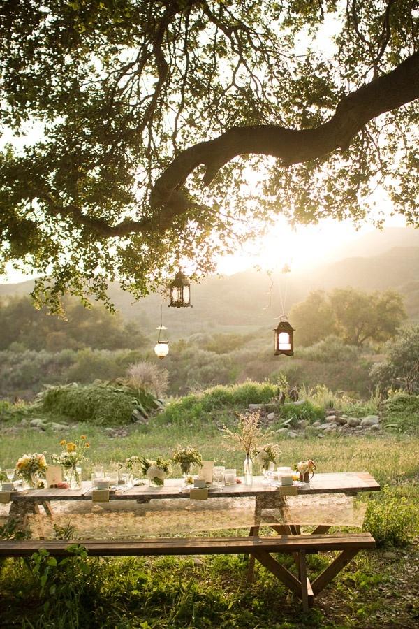 ARTICLE: 22 Summery, Serene Picnic Ideas   Image via:  Style Me Pretty
