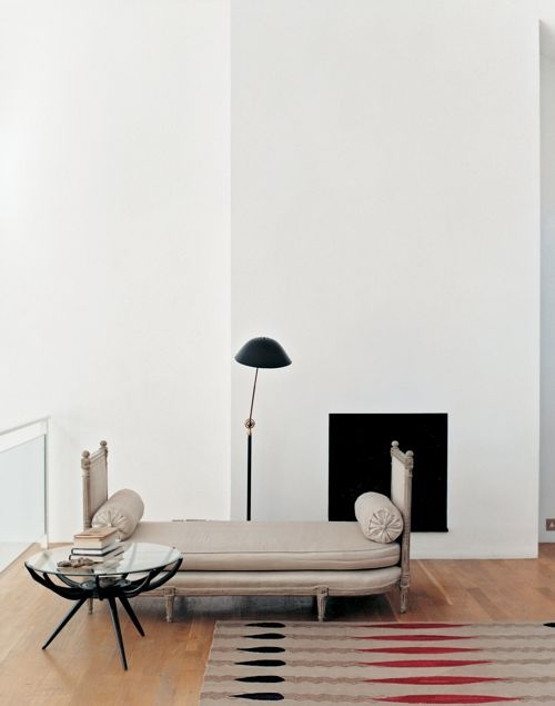 Antique daybed in contemporary space | Image via:  Oberto Gili, Photographer  #daybed