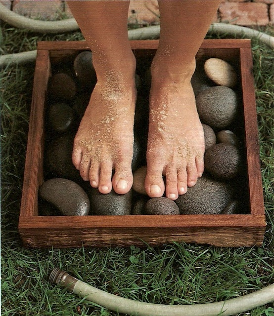 ARTICLE:  River Rocks In a Box + Garden Hose = Clean Feet , Plus 9 More Outdoor Summer Design Projects!