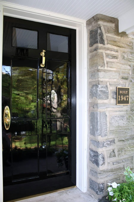 ARTICLE + GALLERY: Front Doors with a High Gloss Finish Make Every Entrance Grand