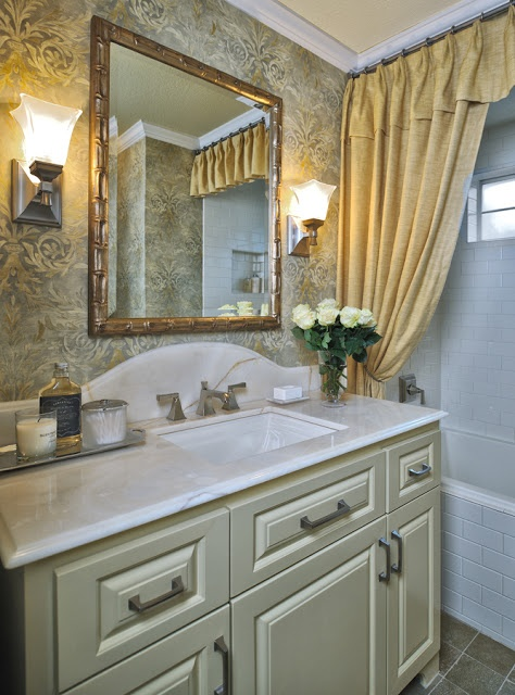 LIST: 10 Must-Have Pieces of Powder Room Decor