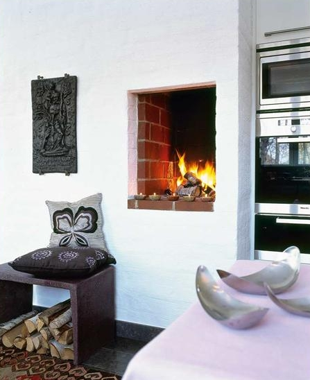 Fireplaces in the kitchen | Image via:  Desire to Inspire