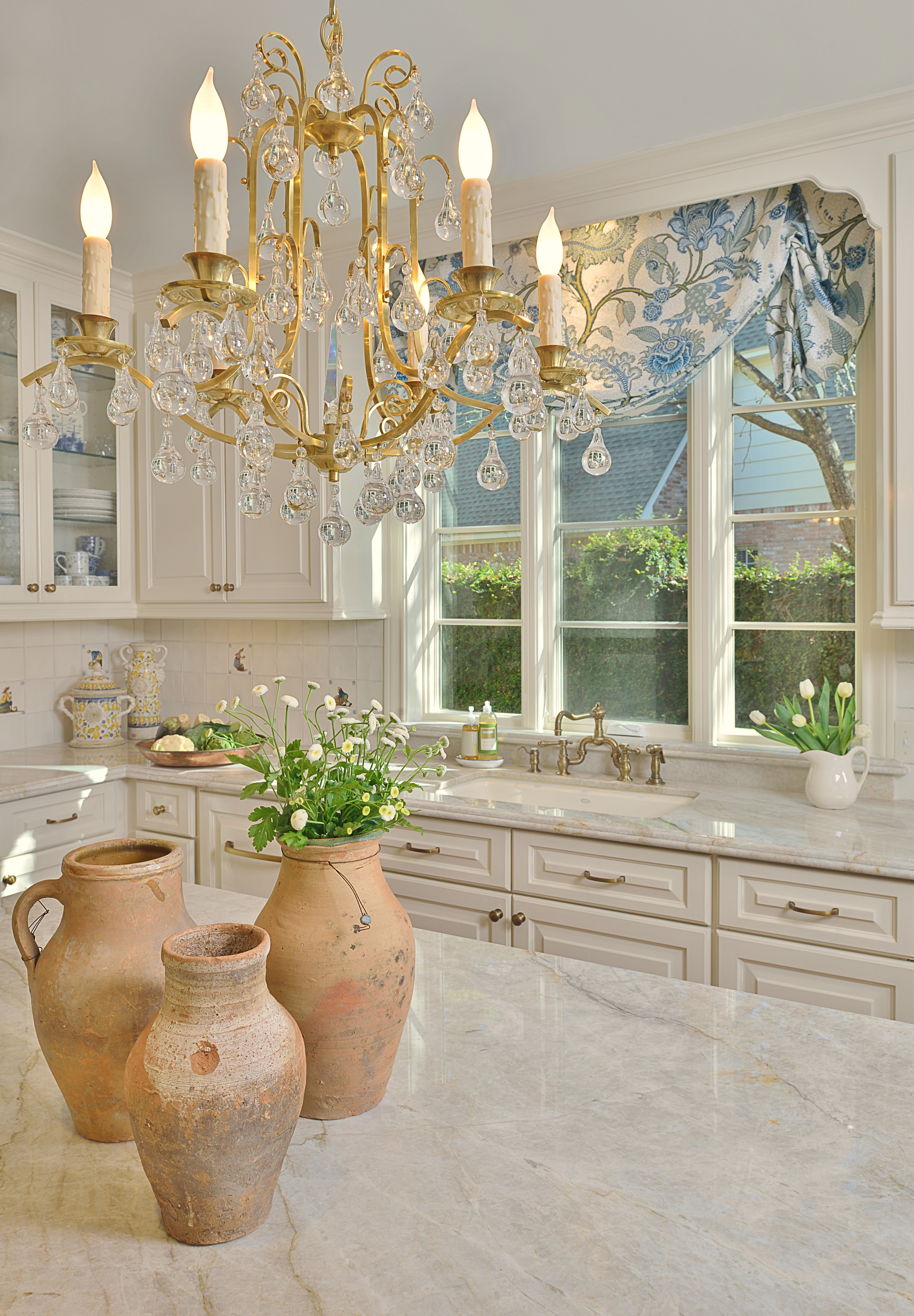 A White Classic Kitchen With A Soft Look, Designer: Carla Aston
