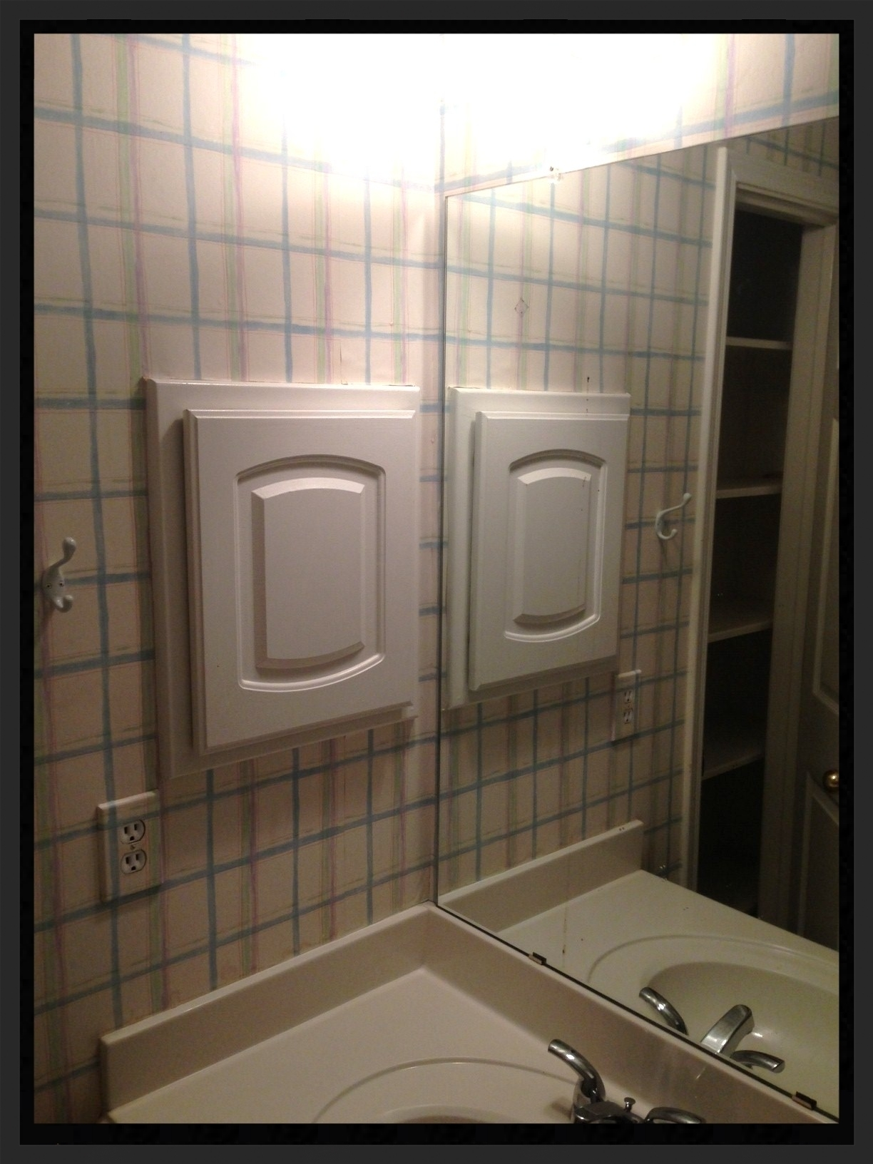 Upstairs bath BEFORE - Medicine cabinet.JPG