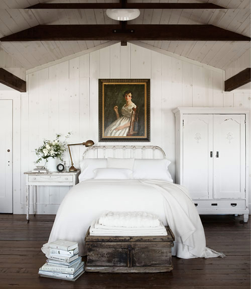 Old painted portraits willadd depth and character to any room in your house. They add a sense of history and nostalgia. They add a richness and an extra layer to a room, no matter what the size.  Interior designer: Rosy Strazzeri-Fridman