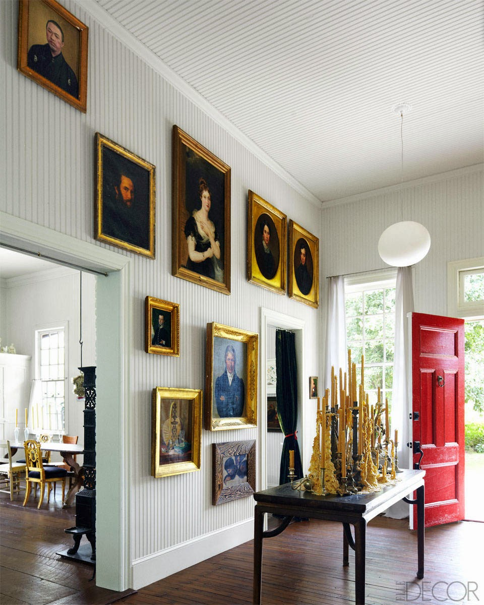 Old painted portraits willadd depth and character to any room in your house. They add a sense of history and nostalgia. They add a richness and an extra layer to a room, no matter what the size.  Interior designer: Frederico De Vera