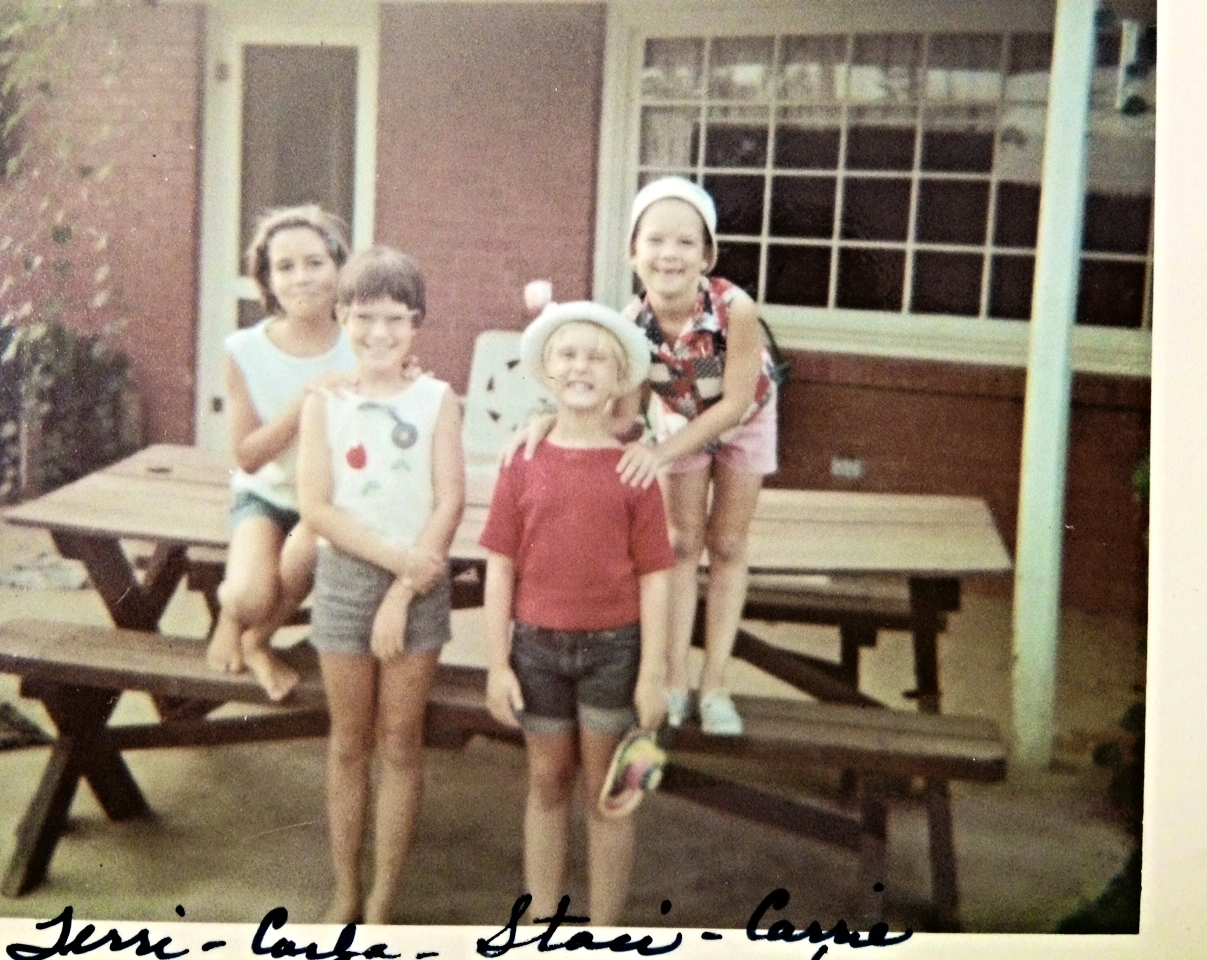 Loving these vintage picnic tables: They're where fond memories are made with family and friends. ;-)