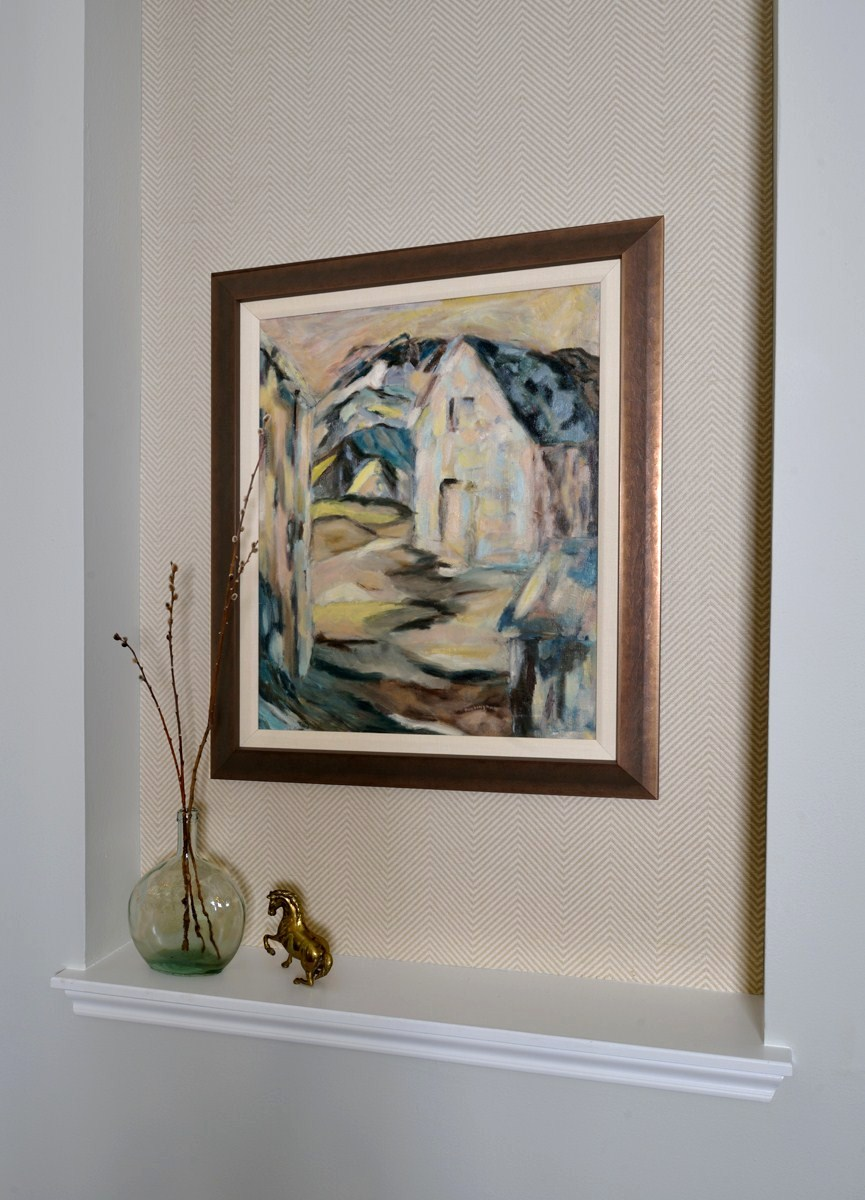 Grasscloth inside niche with artwork, Designer: Carla Aston