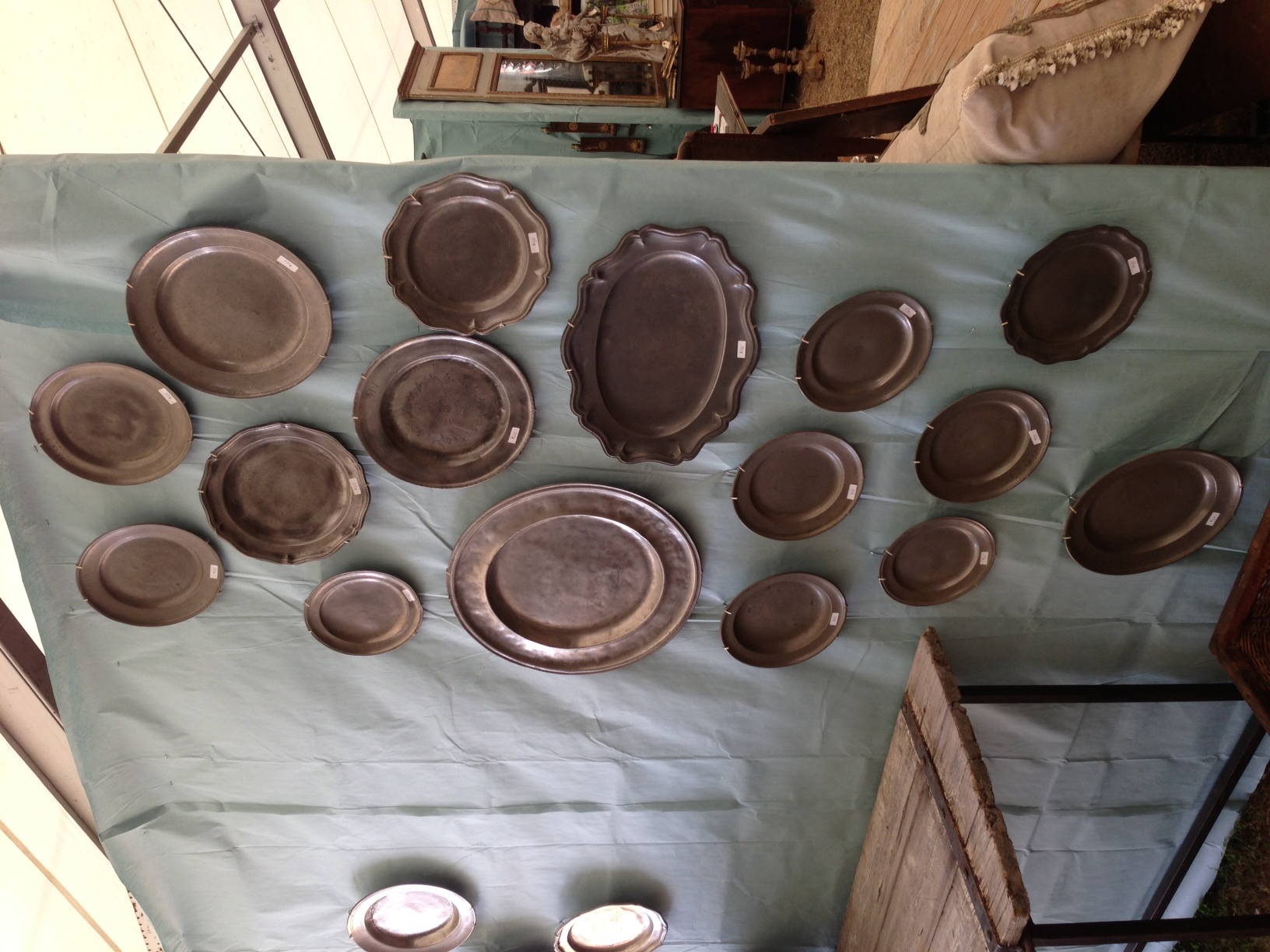 Decorating With Pewter Plates Methinks They Re On Trend