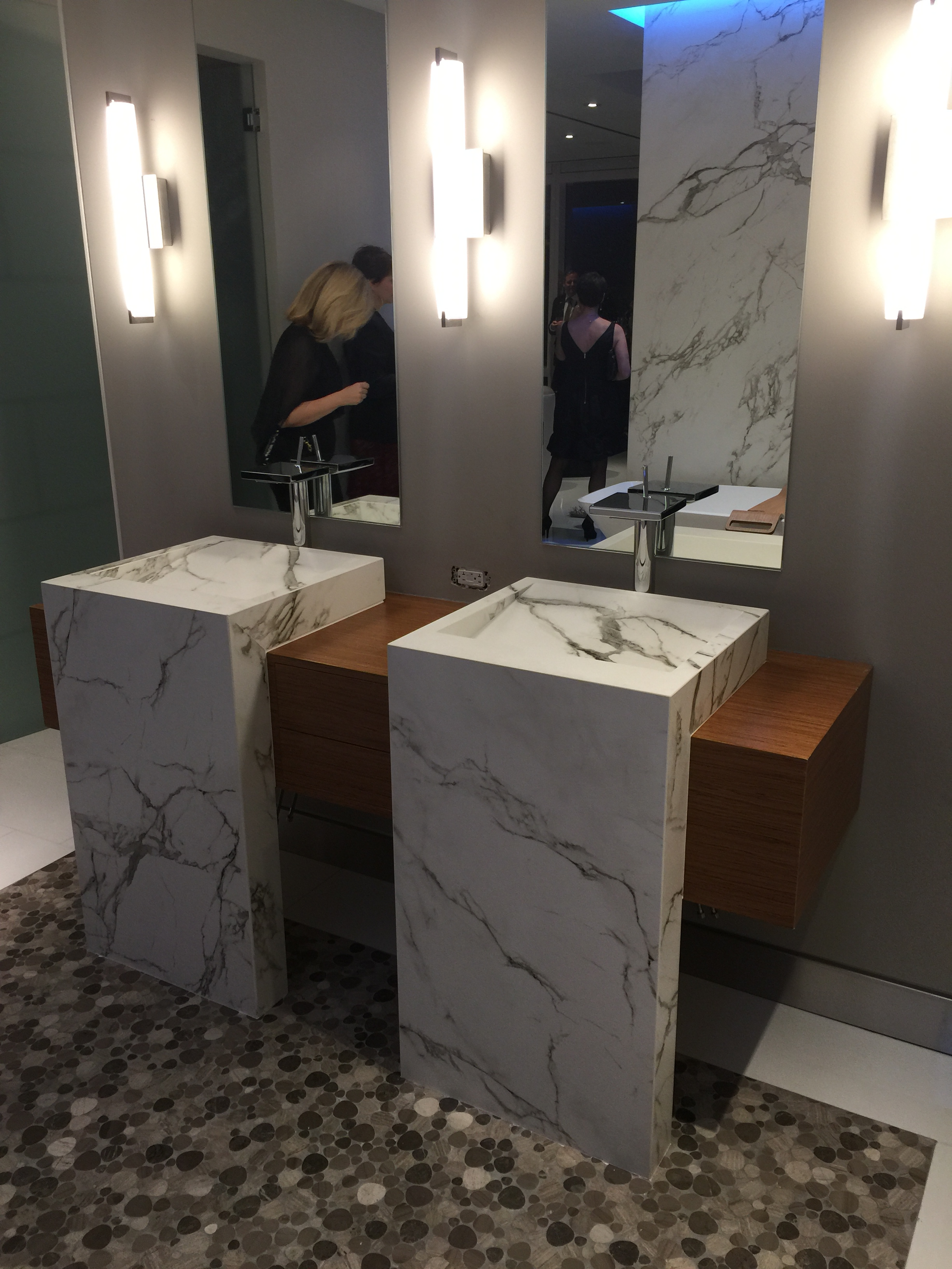 Best of #KBIS2015: MUST-HAVE: Cosentino's Quartz Countertops   / kitchen; penthouse | Carla Aston reporting from Modenus' #BlogTourVegas | Image via: SilestoneUSA.com