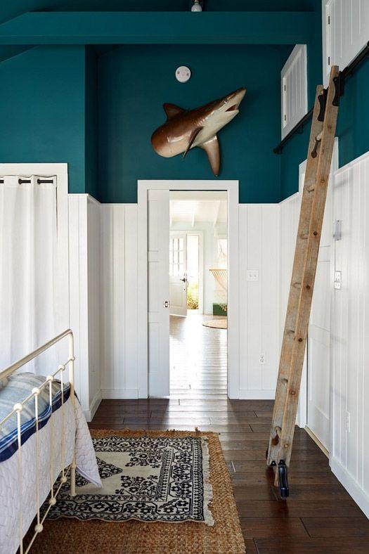 bedroom rug, bed, ladder, wood floor| Photographer: Alec Hemer / Image source: desire to inspire