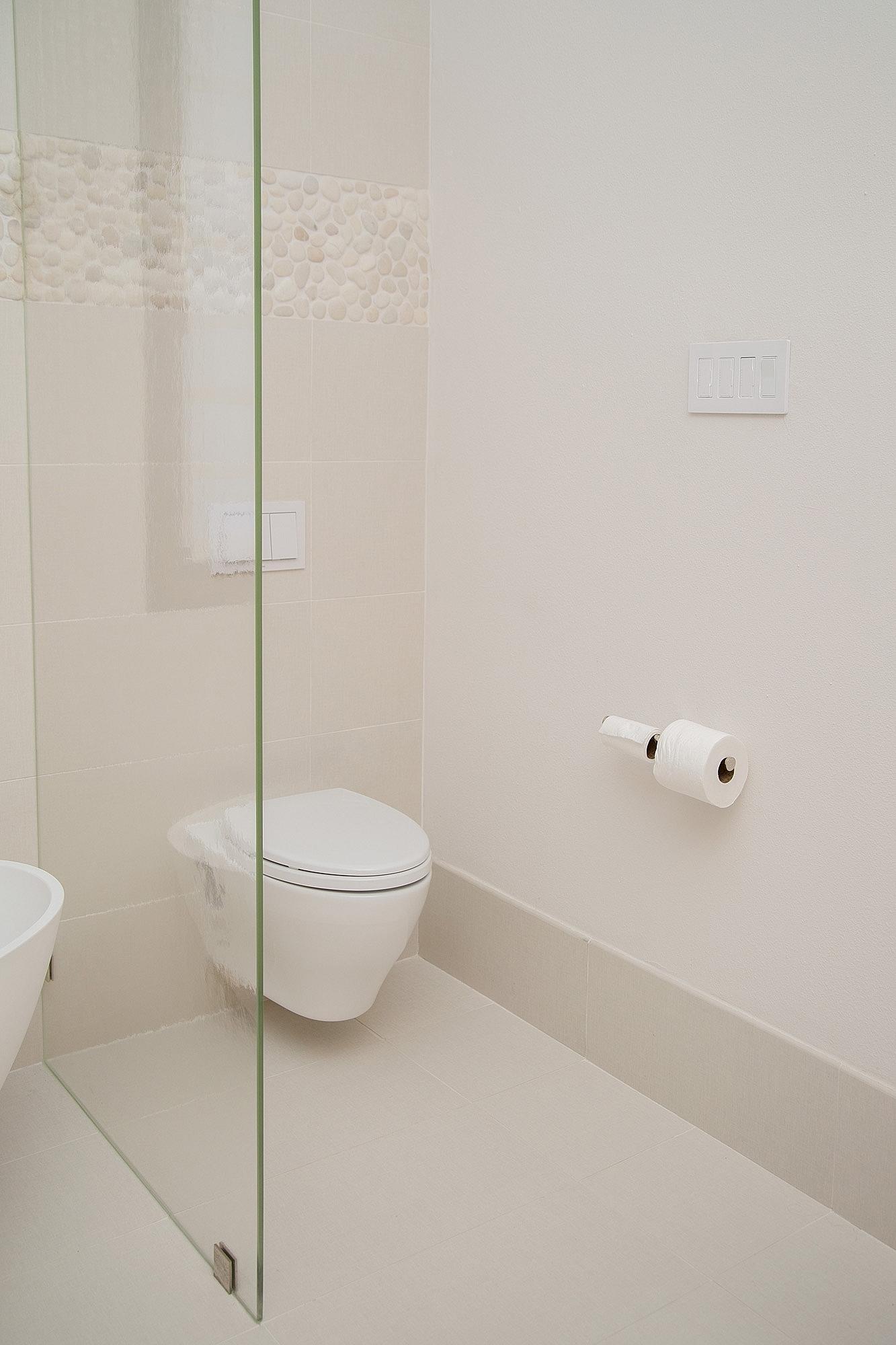 Master bathroom remodel with wall mounted Toto toilet | Interior Designer: Carla Aston / Photographer: Tori Aston #bathroomideas #bathroomremodel #tototoilet #wallmounttoilet