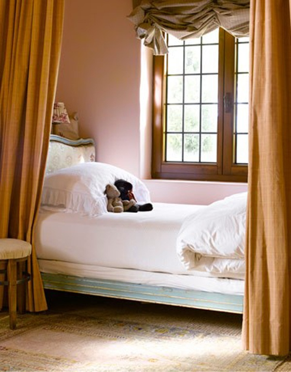 bedroom; white bedding | Interior Designer: Dana Abbott / Image source: House Beautiful