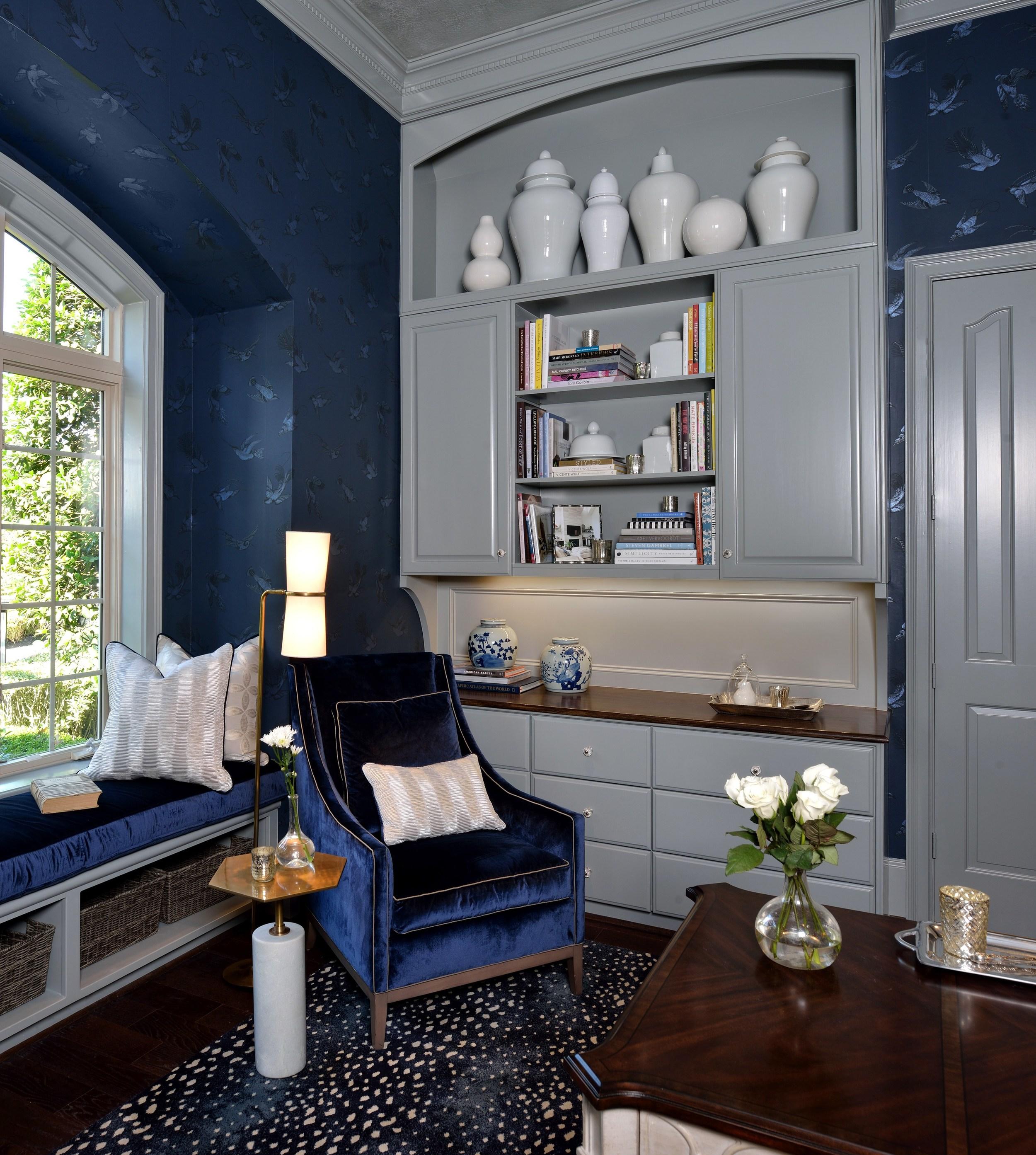 Bookshelf styling in home office   Holiday Showhouse 2015 Room, Miro Dvorscak, photographer