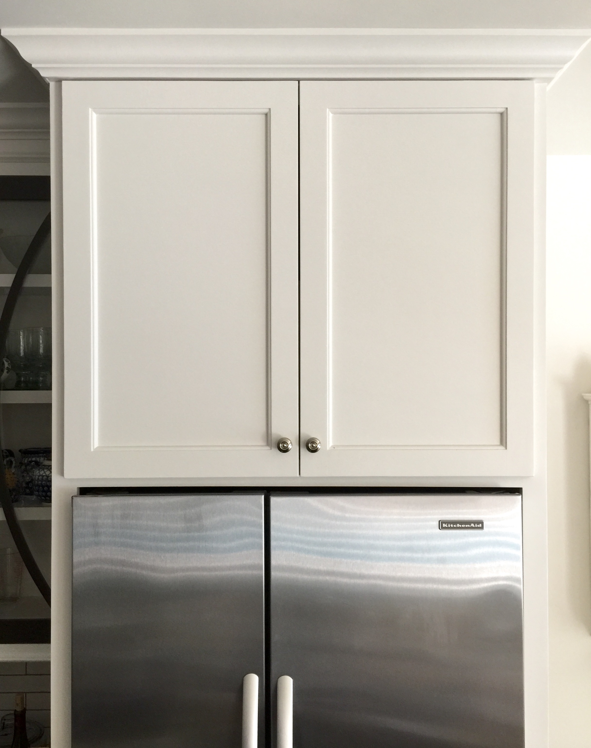 Cabinet enclosing refrigerator - Full overlay style doors