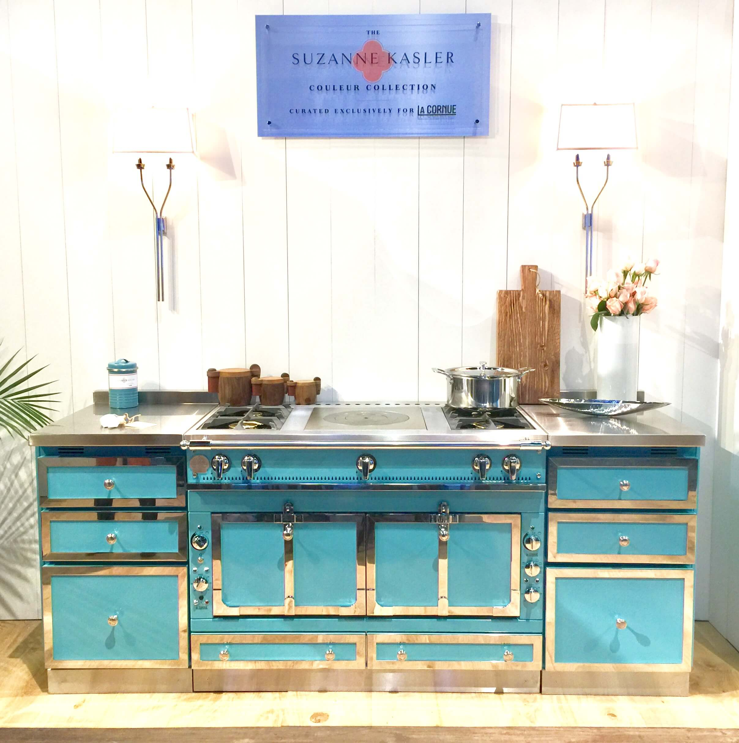Oh yes, she's a pretty thing. Love the turquoise on this La Cornue range. This adds tons of personality to a kitchen.