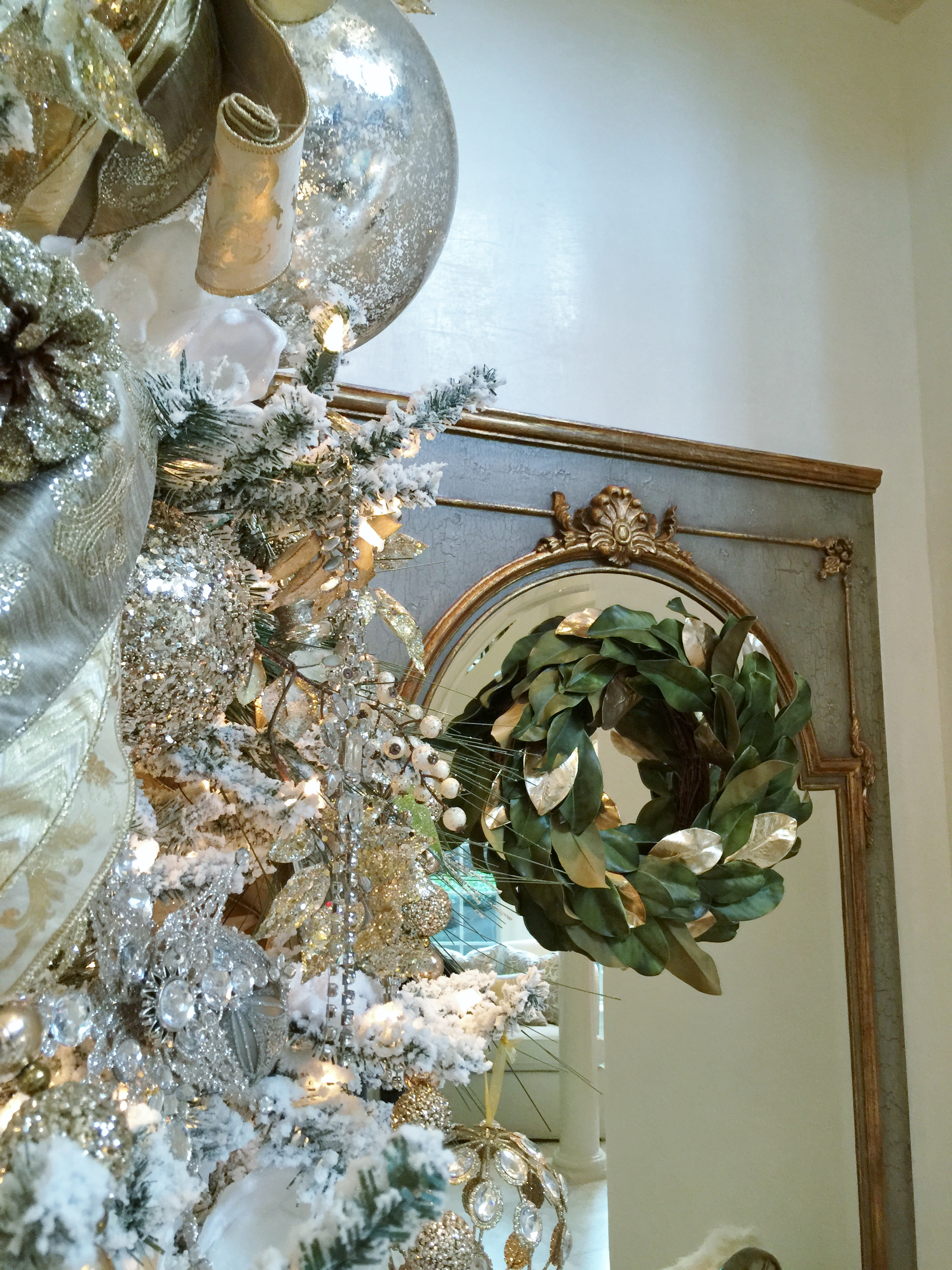 Holiday Showhouse, Entry hall Christmas tree and holiday decor - Designer: Woodlands Fabrics and Interiors #christmastree #wreath #christmasdecor