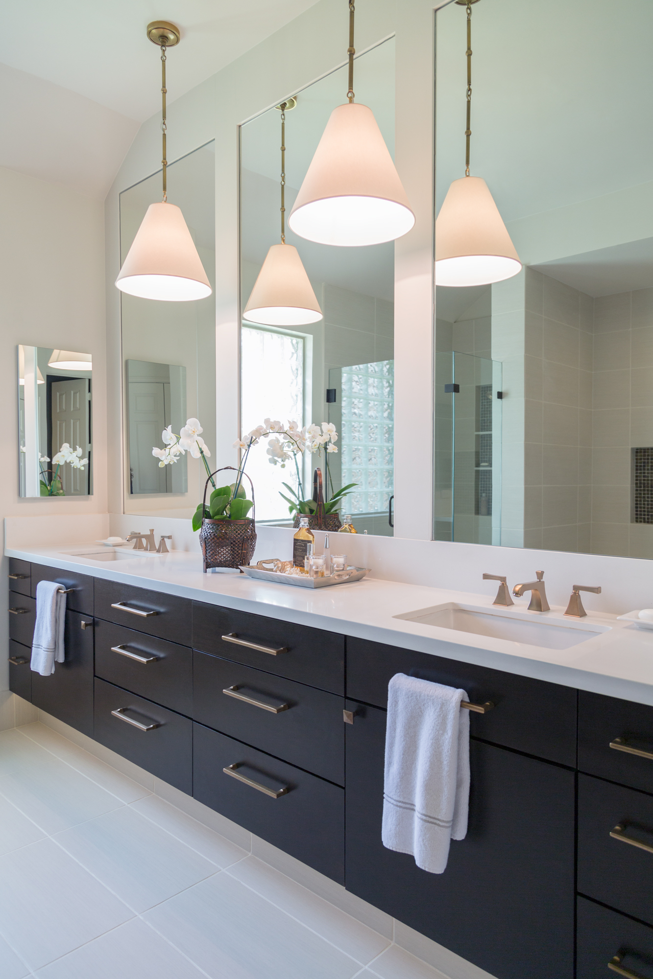 Quartz countertops in contemporary bathroom remodel - Designer: Carla Aston, Photo by Tori Aston #quartzcountertop #bathroomremodel #contemporarybathroom #floatingvanity
