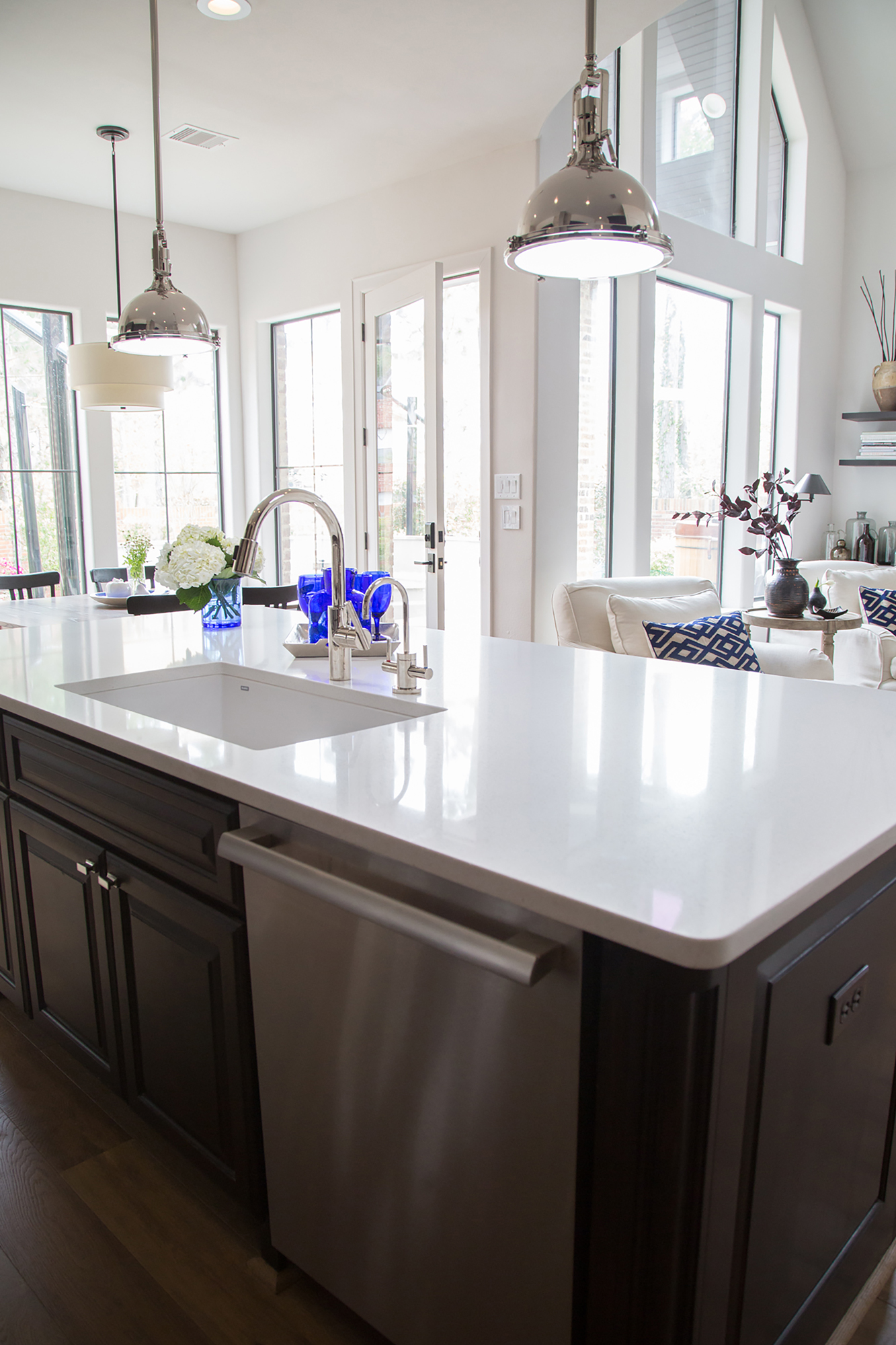 Kitchen Remodel with quartz countertops - Designer: Carla Aston, Photo by Tori Aston, #quartzcountertops #kitchenremodel #whitecountertops