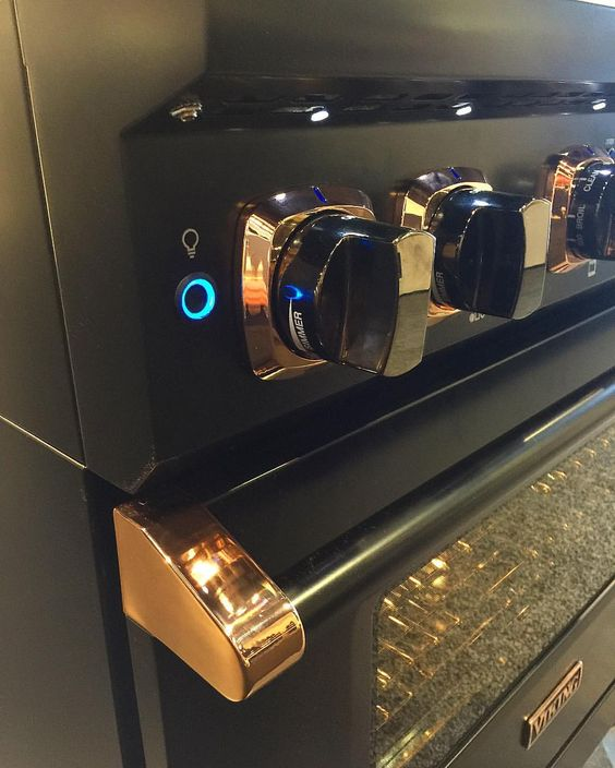 Viking range with rose gold accents  - KBIS 2017 #rosegold #vikingrange
