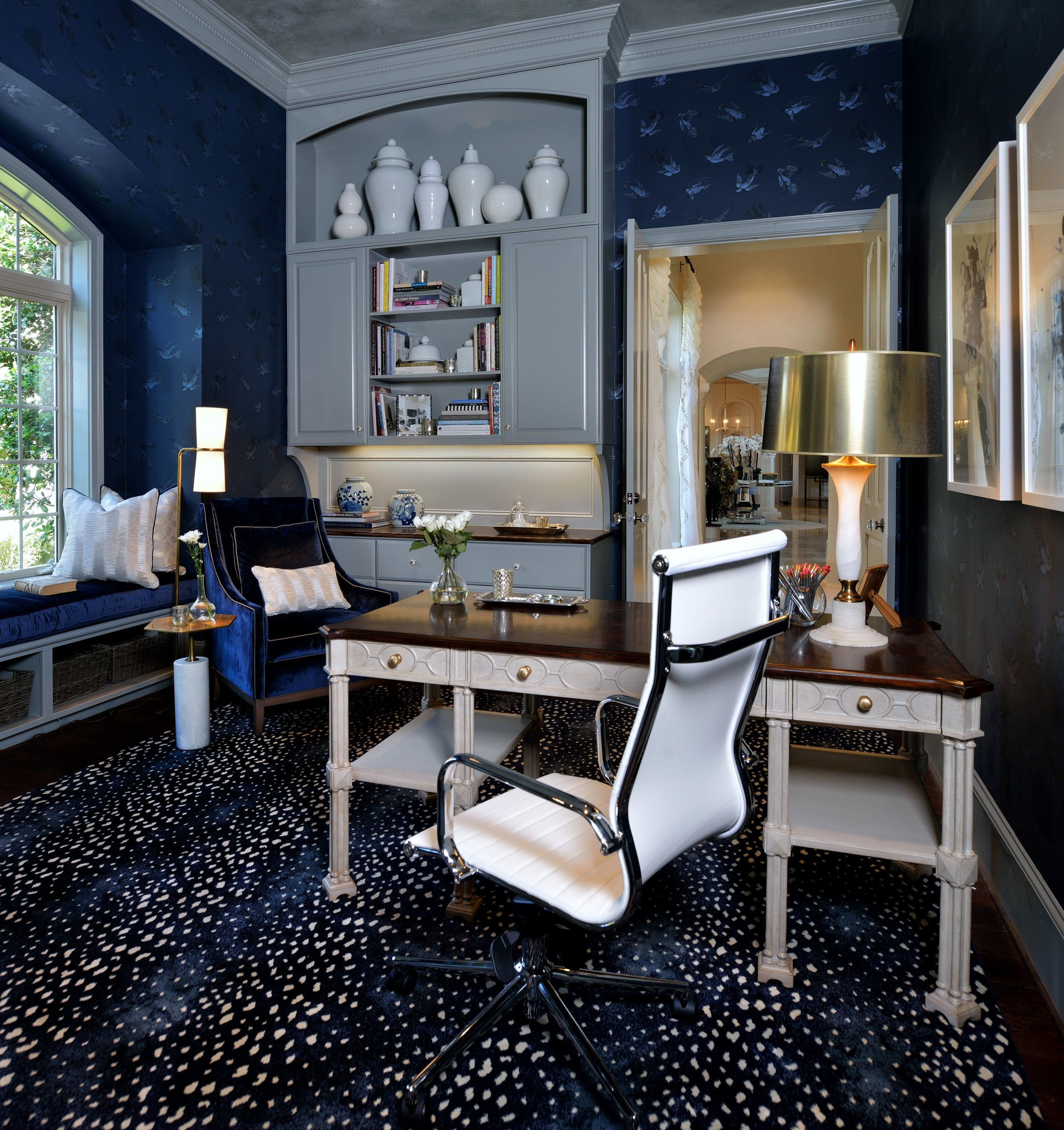 Patterned navy rug in home office - Designer: Carla Aston, Photo by Miro Dvorscak, #navyrug #antelopepattern #antilocarpa #stark