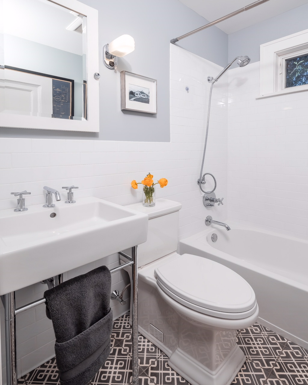 Images Bathrooms Makeovers: A Small Bathroom Makeover That You Won't Believe!