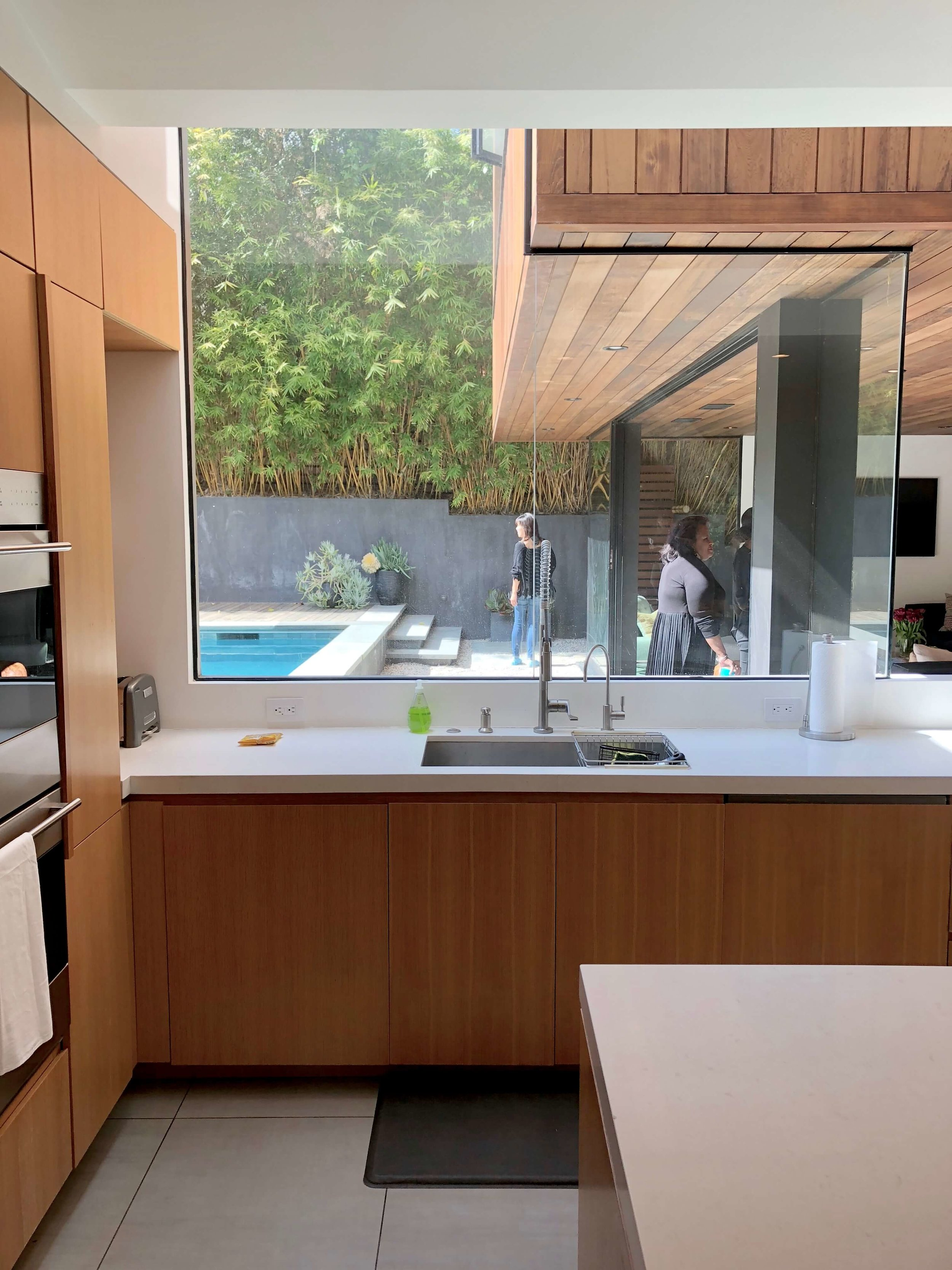 Rift cut oak cabinetry with butt joint glass windows in kitchen design | Assembledge+ Architects, Dwell on Design, Los Angeles, California #kitchen #riftcutoak #windows