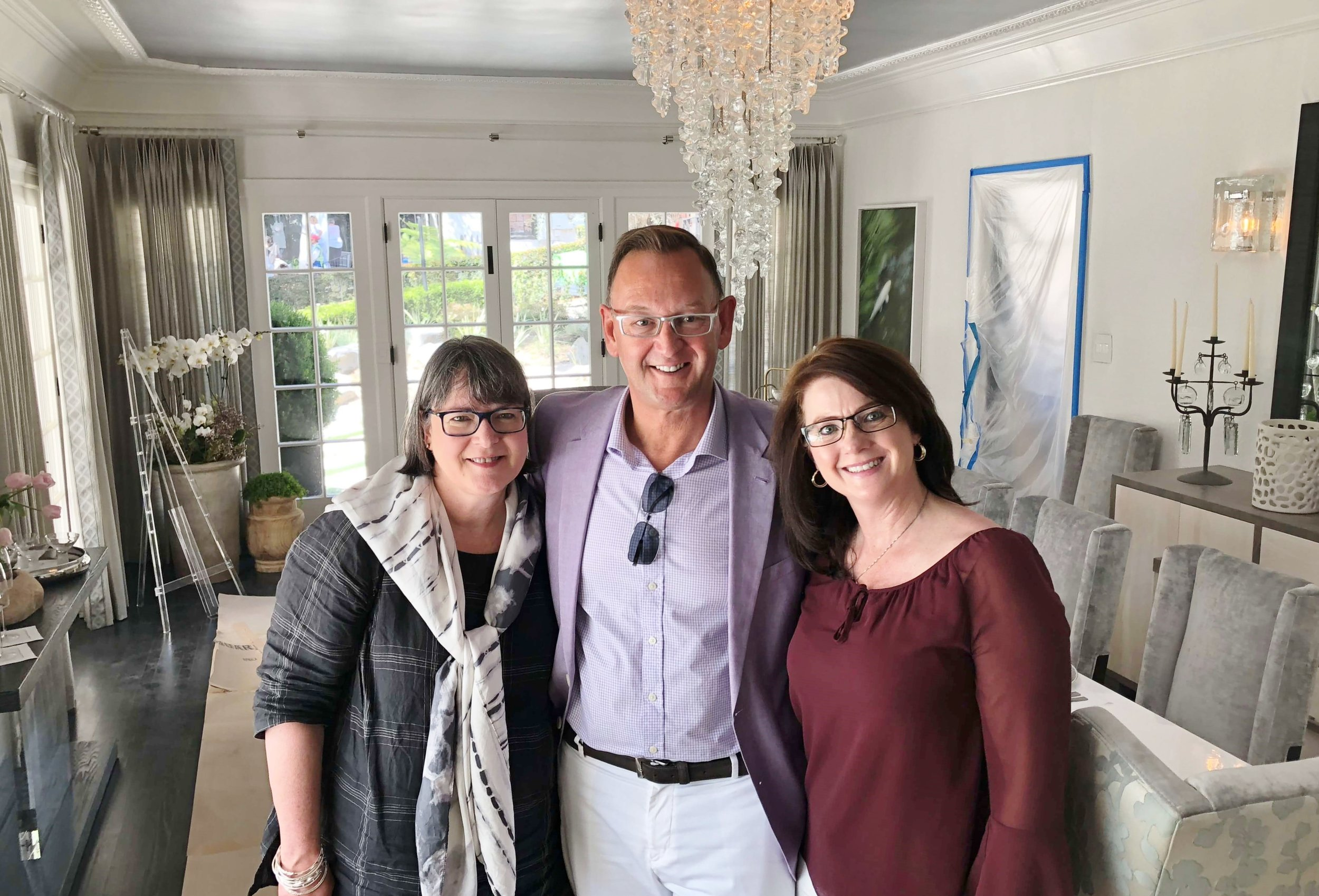 Beautiful dining room by Elizabeth Lamont. So fun to run into design friends, Jeffrey Johnson and Michelle Blemel on this press tour. #pasadenashowcasehouse