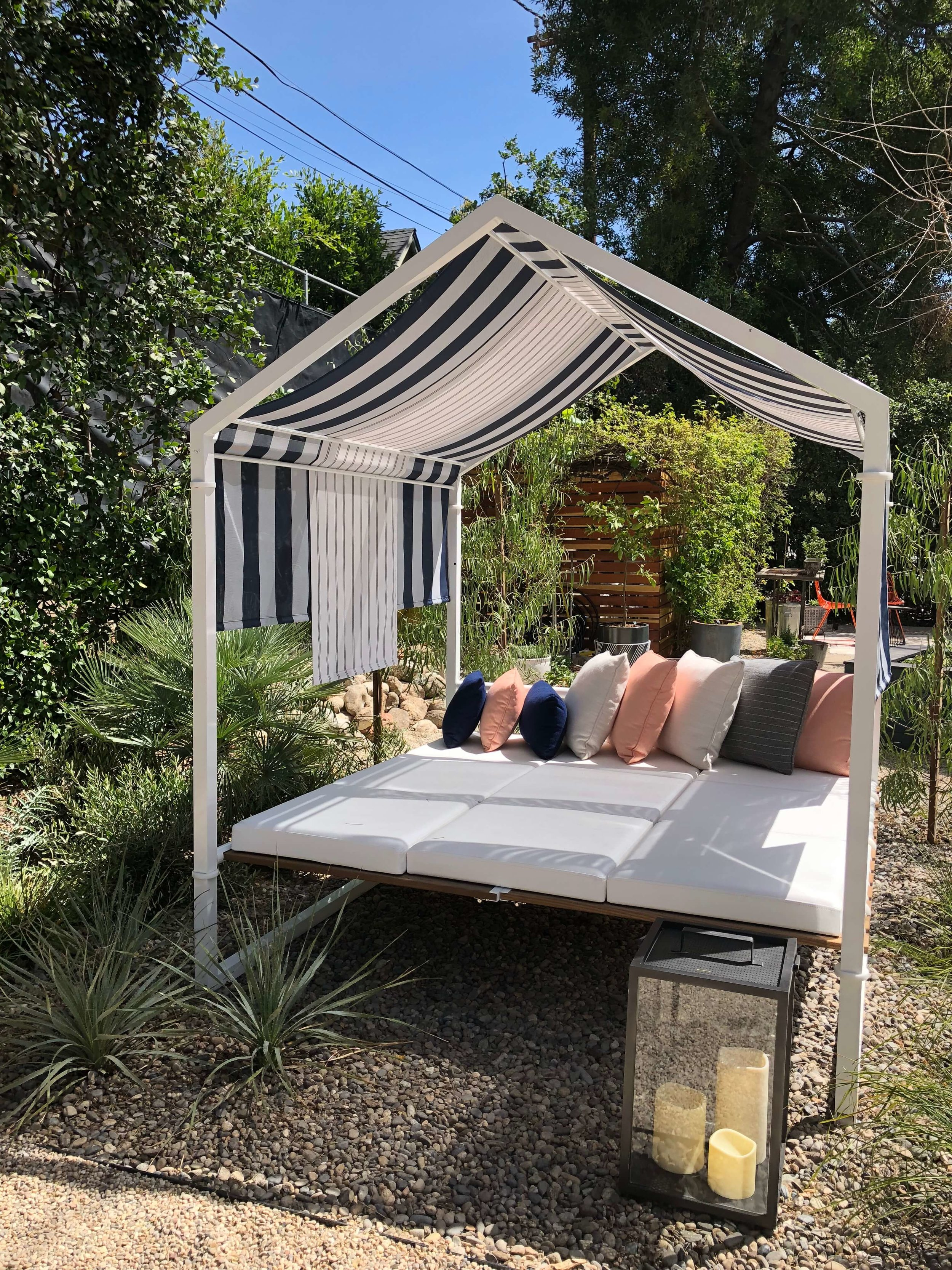 Guest house garden with outdoor canopy bed, Pasadena Showcase House, Designer: L2 Interiors #canopybed #gardenideas #gardendesignideas #outdoorlivingideas #outdoorliving #outdoorfurnitureideas