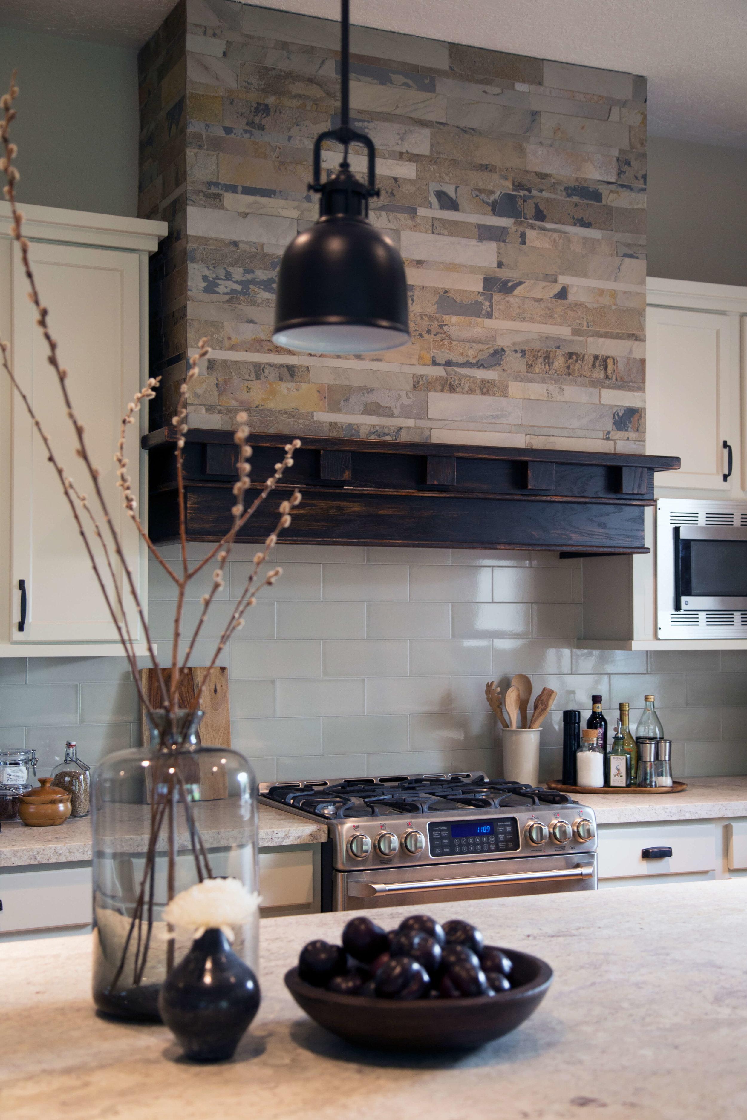 Kitchen styling tips - Carla Aston, Photographer: Tori Aston #kitchenstyling