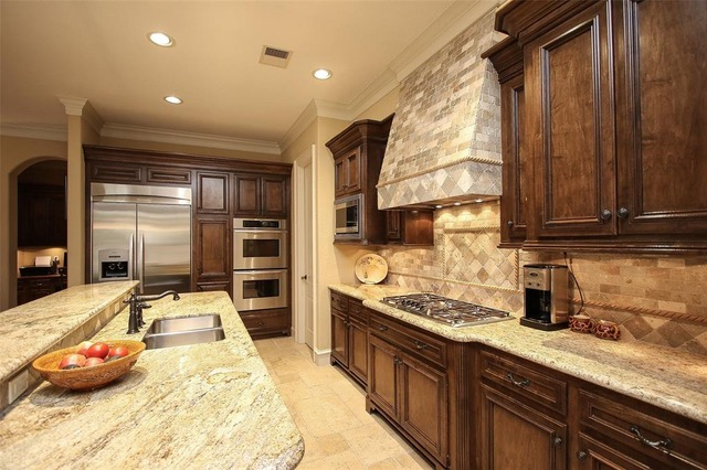 When To Use A Natural Stone Backsplash And When NOT To ...